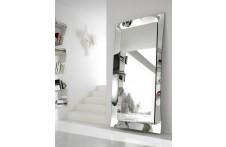 Diva | Mirror | Urbinati
